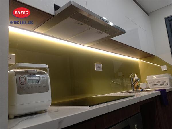 Đèn Led trang trí tủ bếp nhà chị Hiền