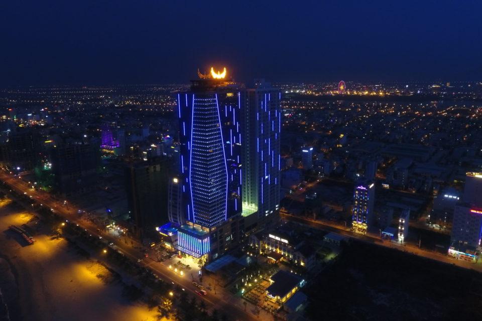 Mặt các tòa nhà lớn