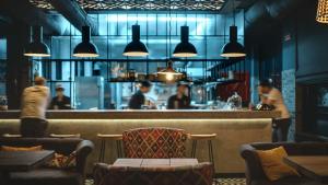 Thách thức sử dụng ánh sáng trong nhà hàng hiện nay