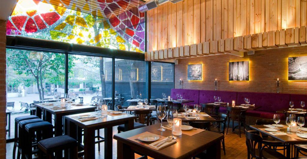 Tại sao ánh sáng dùng trong nhà hàng lại quan trọng?