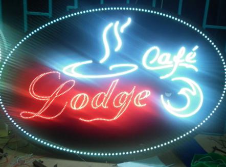 Không khó để bắt gặp những bảng hiệu quảng cáo bắt mắt, nhiều màu sắc xuất hiện trên đường phố, tại nhà hàng, khách sạn… Đèn led thực sự đã có những bước tiến dài trong ngành công nghiệp chiếu sáng và trong công nghệ quảng cáo.
