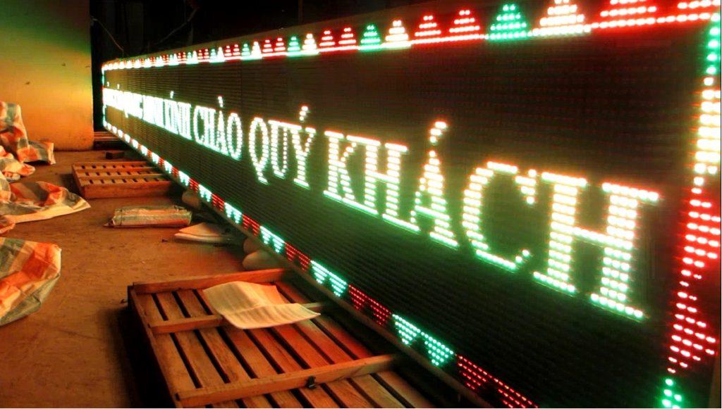 Không riêng gì về chiếu sáng, đèn led được sử dụng cho nhiều lĩnh vực, ngành nghề khác nhau, thường thấy nhất là tại những bảng hiệu quảng cáo đèn led mà chúng ta có thể bắt gặp ở bất cứ đâu