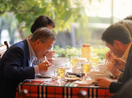Tổng thống Hàn Quốc dừng xe ăn phở Việt 150.000đ trước khi về nước