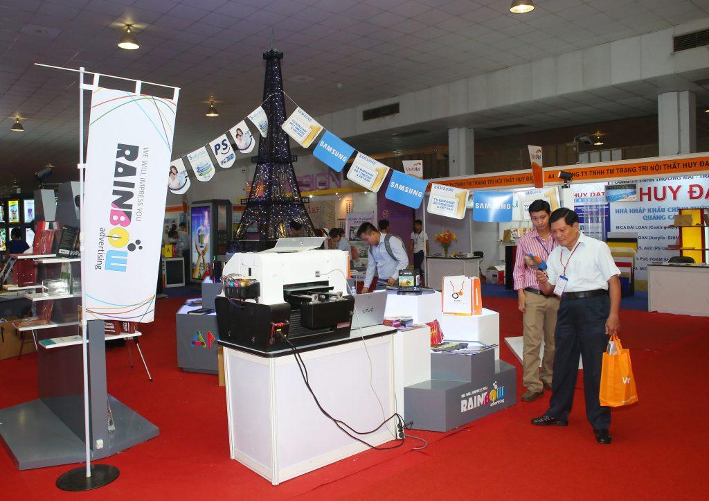 Từ ngày 21 đến ngày 23/3, hơn 250 gian hàng của các doanh nghiệp sản xuất, cung ứng thiết bị, công nghệ quảng cáo Việt Nam, Hàn Quốc, Trung Quốc… sẽ góp mặt tại Triển lãm quốc tế Thiết bị và Công nghệ Quảng cáo Việt Nam lần thứ 9 (VietAd 2018).