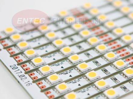 Và loại đèn được sử dụng đầu tiên nên kể đến chính là đèn led thanh nhôm mang thương hiệu Interone Hàn Quốc.