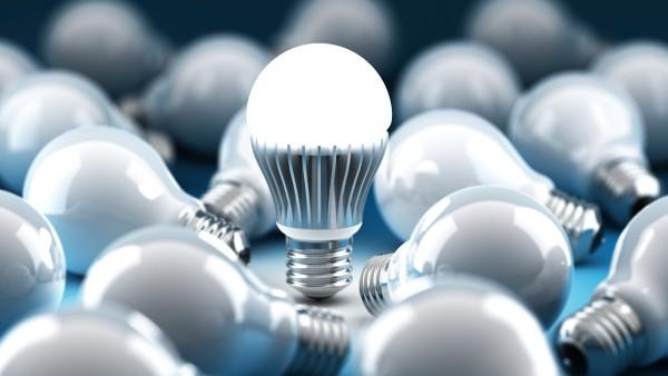 Ưu điểm lớn nhất của đèn LED so với Halogen và CFL là mức độ tiêu thụ năng lượng thấp hơn và có tuổi thọ dài hơn