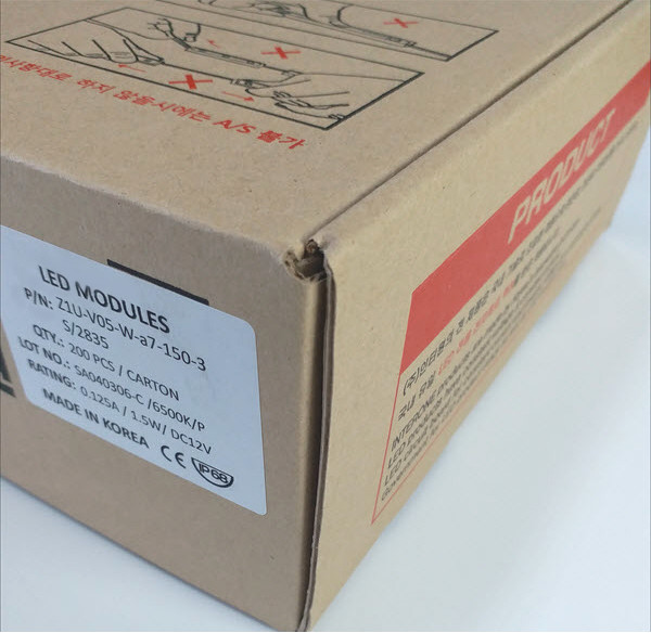 Trên bao bì sản phẩm có ghi rõ thương hiệu Interone, có tem model, xuất xứ sản phẩm.