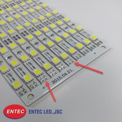 Chất liệu hợp kim nhôm giúp nhiệt lượng của đèn LED tản ra xung quanh khi nó hoạt động, kéo dài tuổi thọ bóng đèn LED.