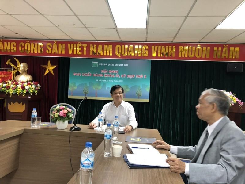 Tiến sĩ Đinh Quang Ngữ, nguyên Thứ trưởng Bộ Văn hóa Thể thao và Du lịch, Chủ tịch Hiệp hội Quảng cáo Việt Nam chủ trì Hội nghị BCH lần thứ 5