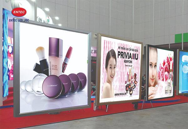 Biển quảng cáo trong các trung tâm thương mại